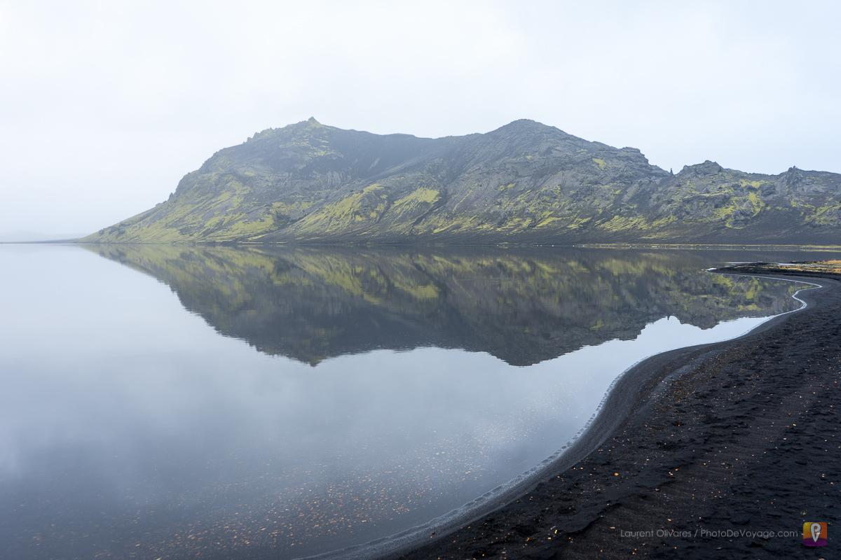 Czarna plaża jeziora Álftavatn Islandia