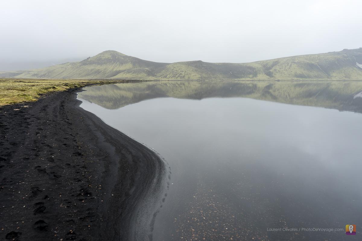 Czarna plaża jeziora Álftavatn