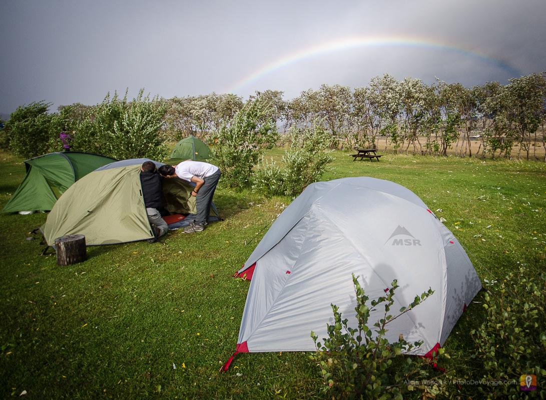 Tęcza nad polem namiotowym Þórsmörk