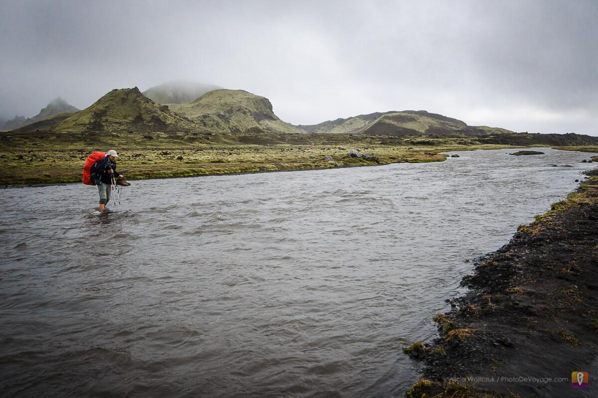 Trek Laugavegur przejście przez rzekę w bród