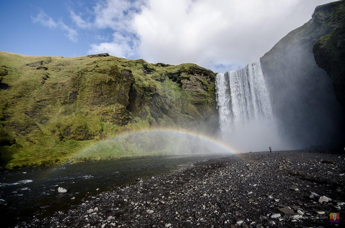 Skogafoss wodospad z tęczą