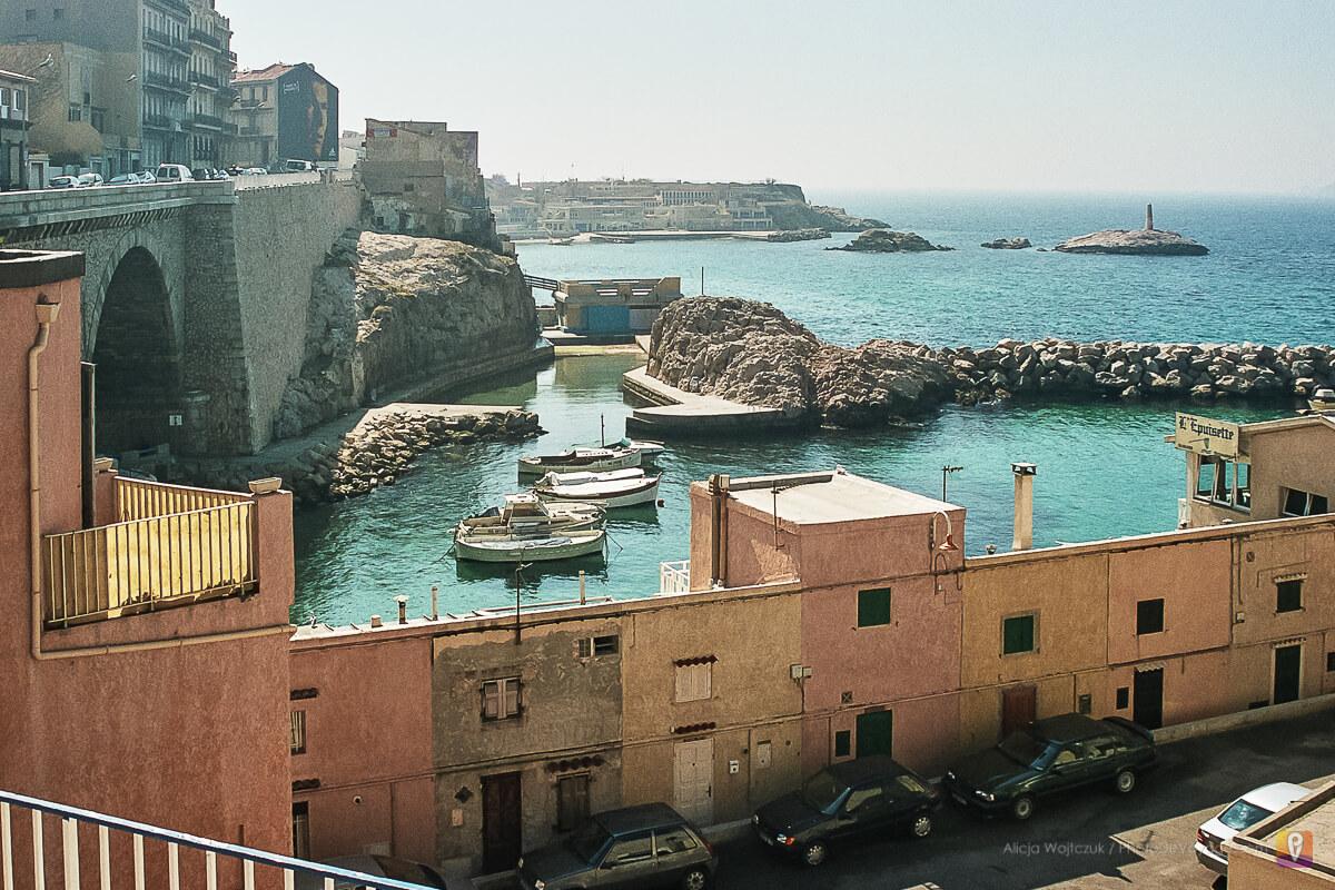 Plaże i małe porty wzdłuż La Corniche w Marsylii