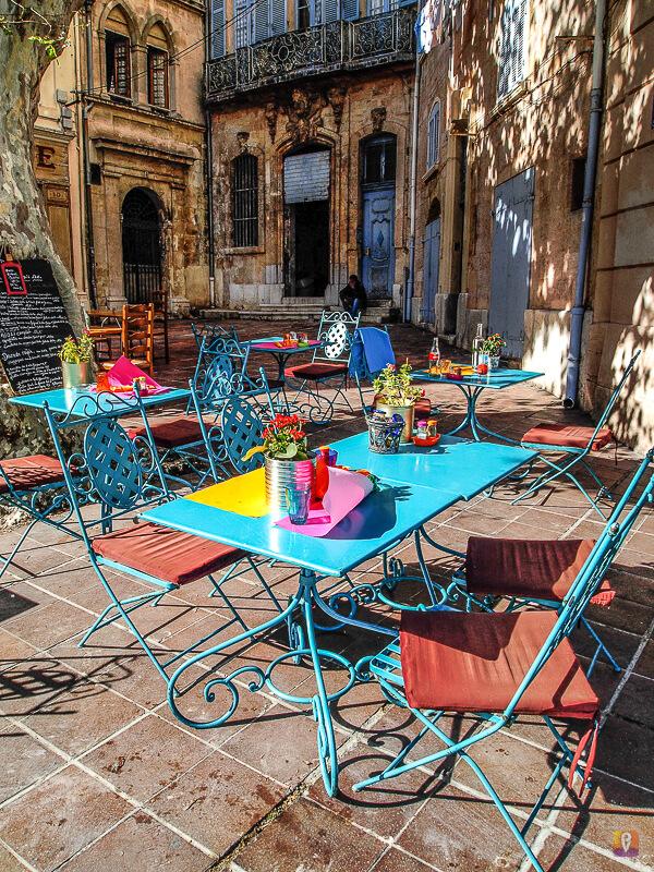 Kolorowa restauracja w Marsylii