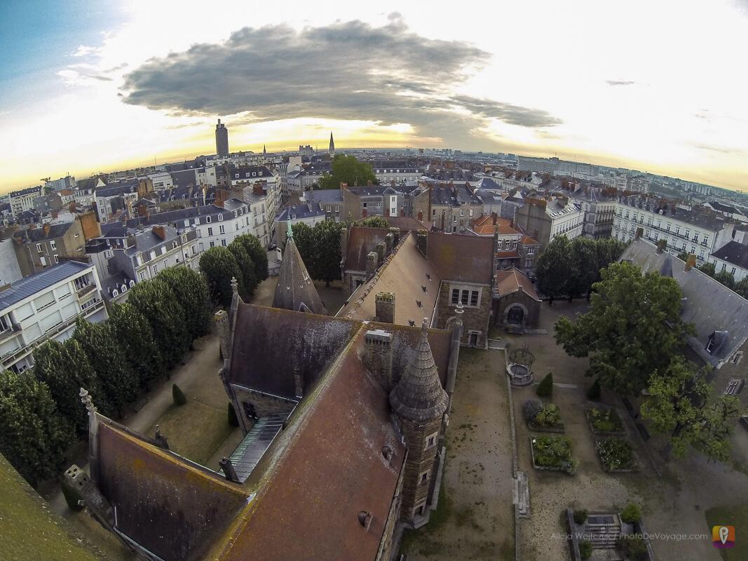 Widok na panoramę Nantes z wieży Dobre