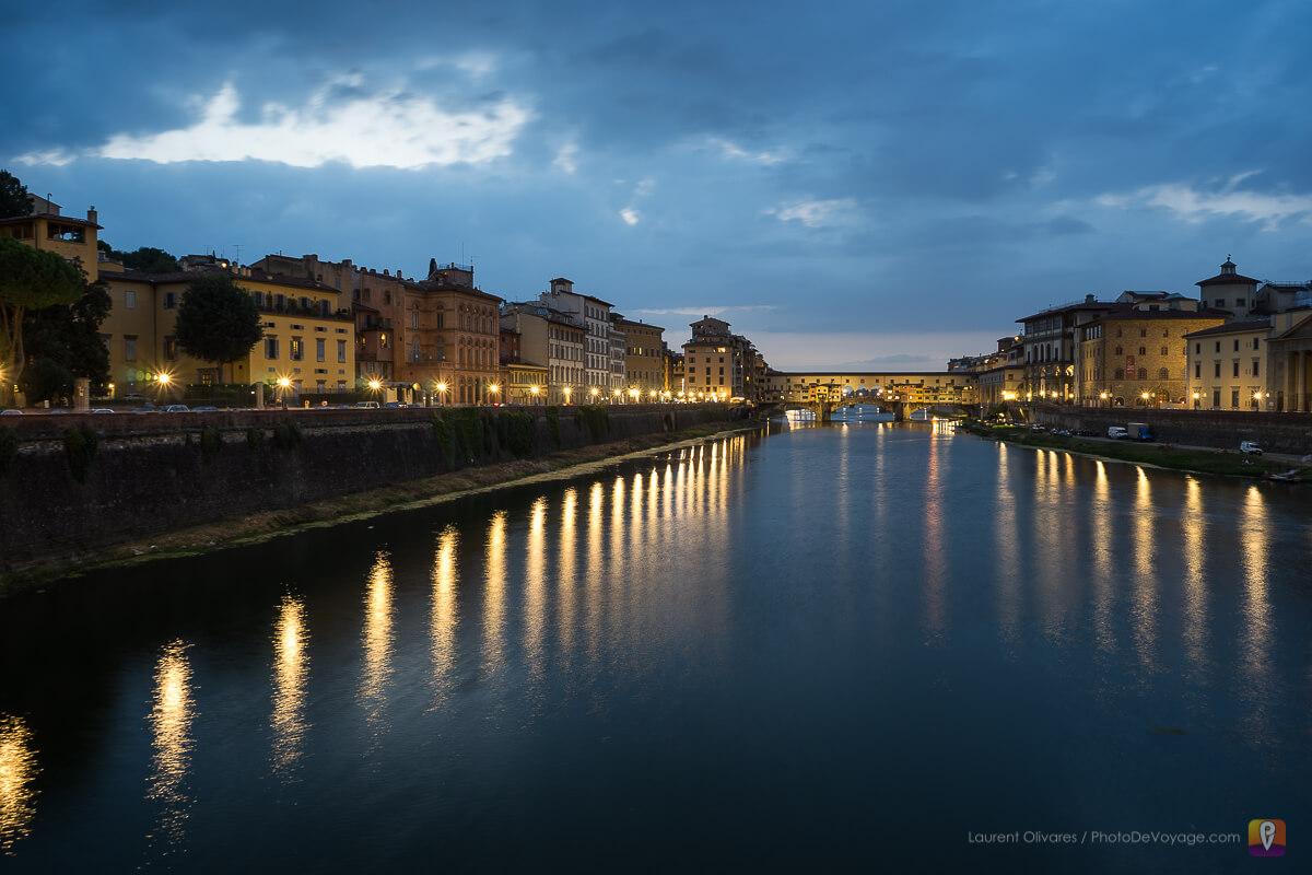 Vue sur l'Arno de nuit