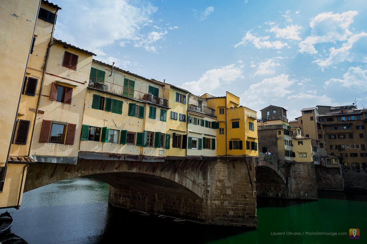 Le Ponte Vecchio, rue piétonne passant au dessus de l'Arno