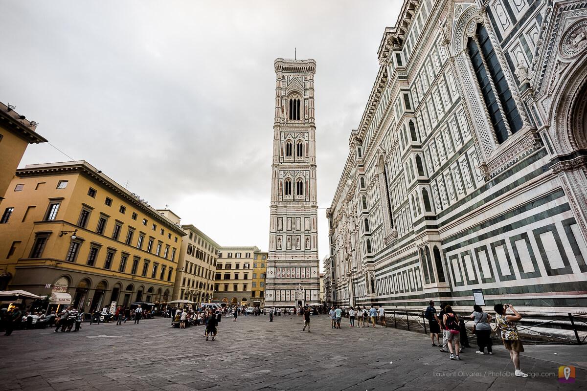 Le Campanile de Giotto depuis la place