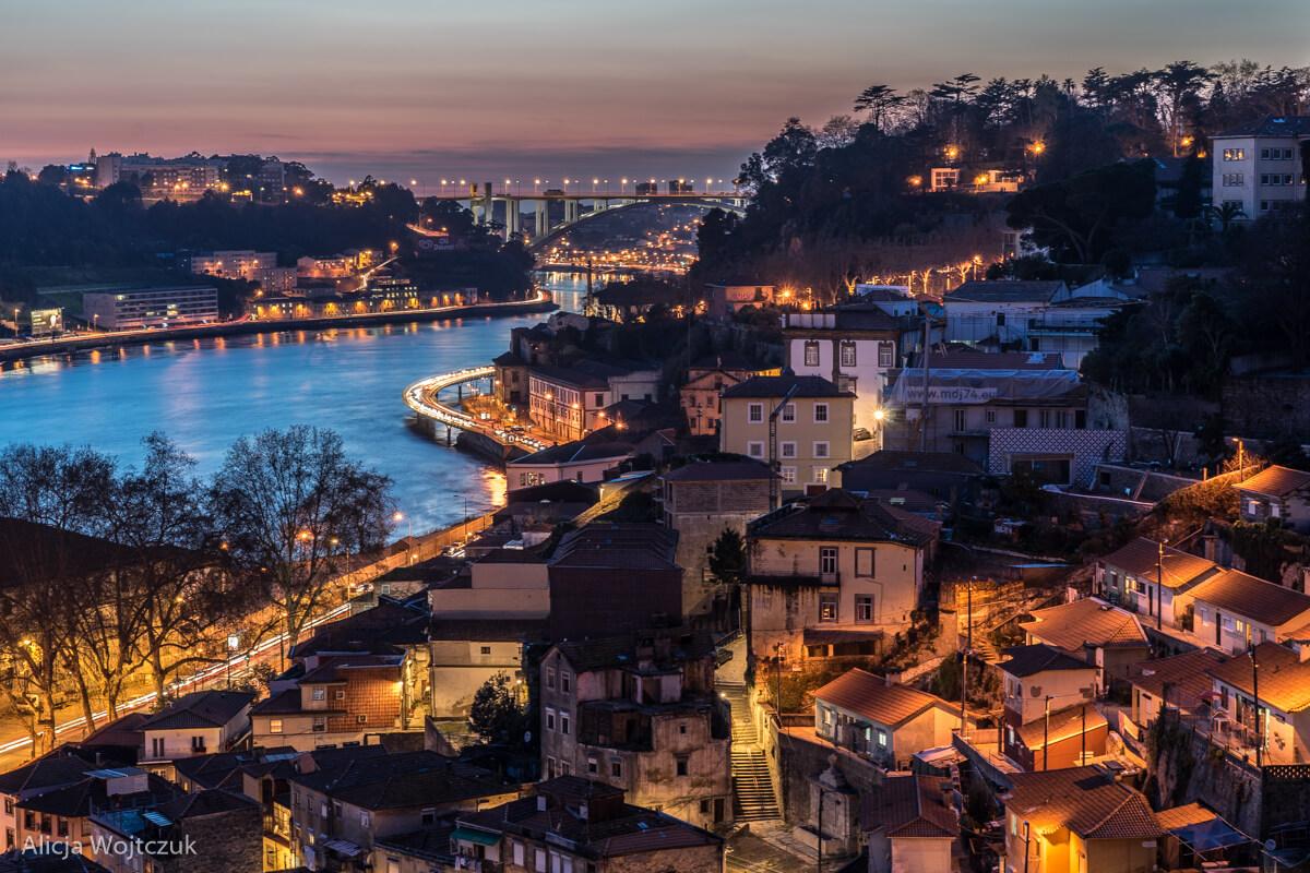 Widok na Porto nocą