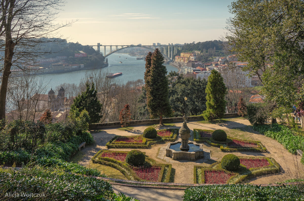 Widok na Porto z ogrodów Palácio de Cristal