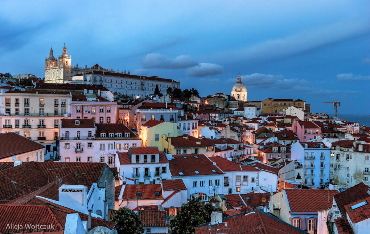 lisbona wieczorem - widok z miradouro Das Portas da Sol