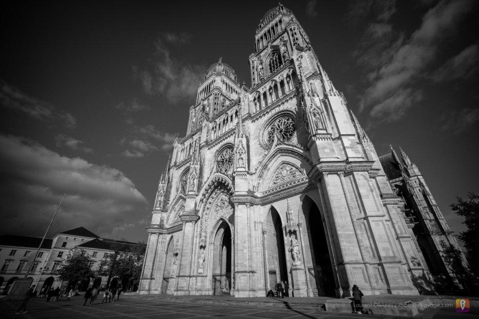 Façade principale de la cathédrale Sainte Croix d'Orléans